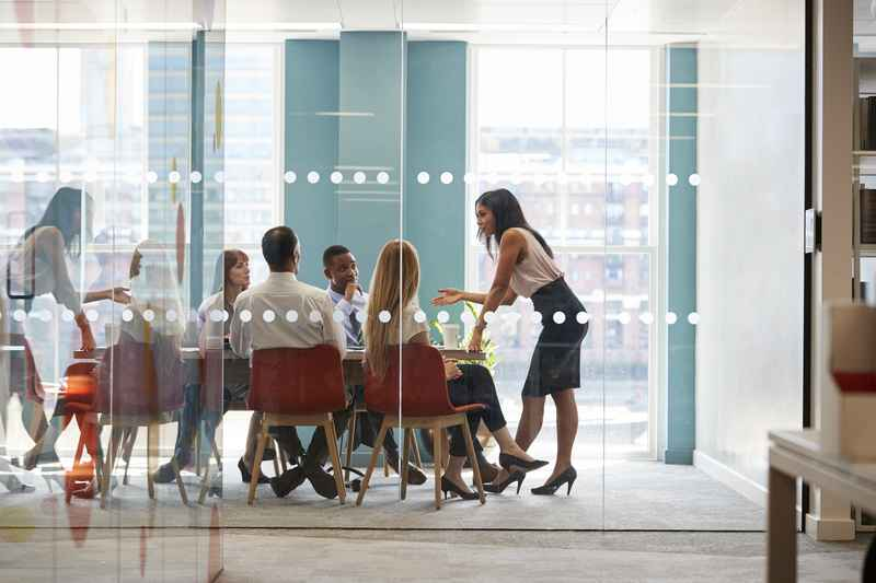 Osiąganie przychodów w firmie jest namacalne dla zarządzających kiedy widzą realne wyniki. Pasją Aliny Gofron jest rozwijanie kompetencji innych ludzi.